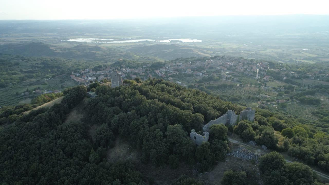 I resti del castello di Guardea Vecchia