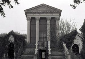 Il tempietto del vecchio cimitero napoleonico