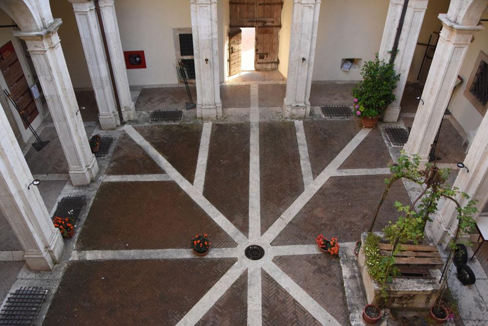 Il chiostro interno del Castello
